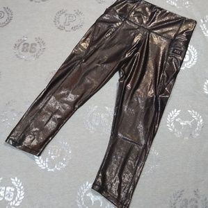 NWOT ~ M Ultimate Cropped Yoga's